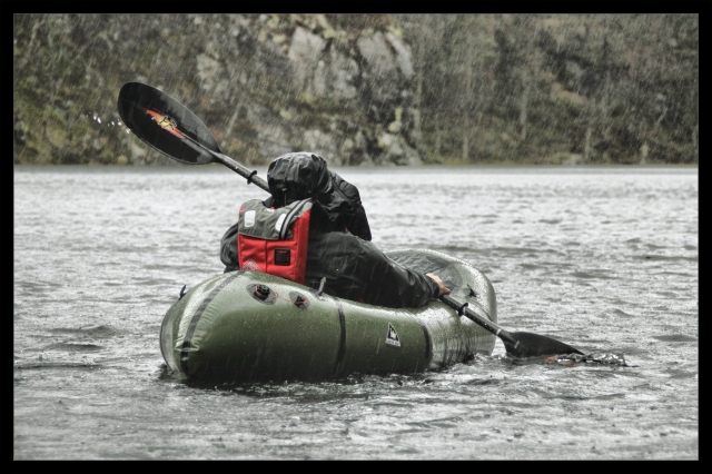 packraft in the rain 1